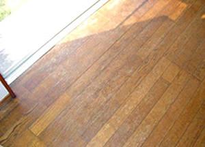 経年劣化した床