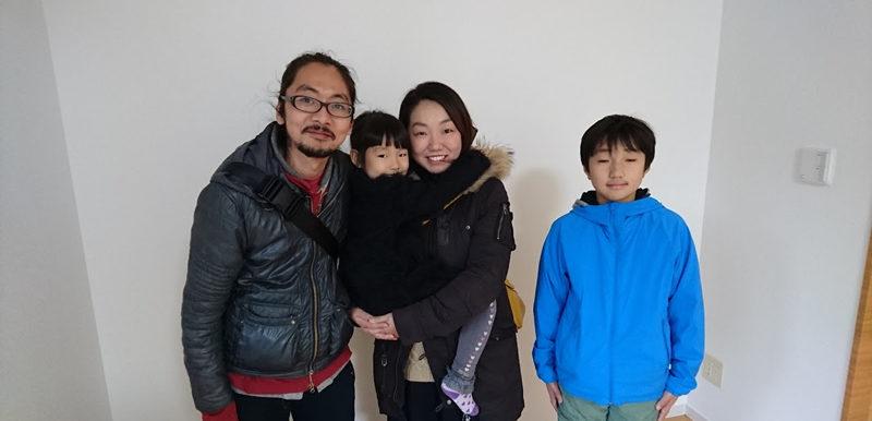 仲のよさげな4人家族