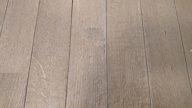 古い汚れたフローリング