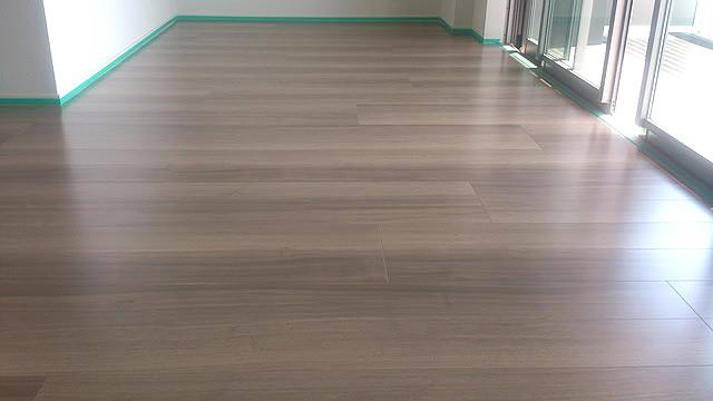 ガラスコーティングつや濃い色の床