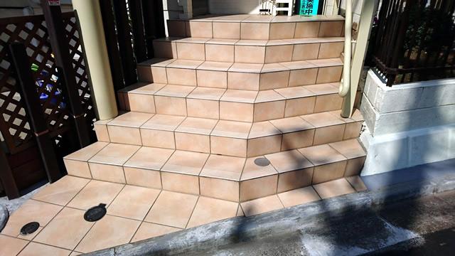 タイルの外階段
