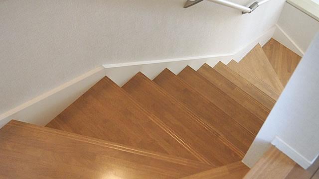 階段フロアコーティング施工後