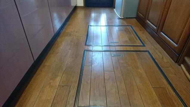 キッチン床汚れ