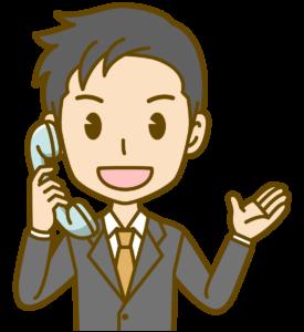 電話で応対する男性